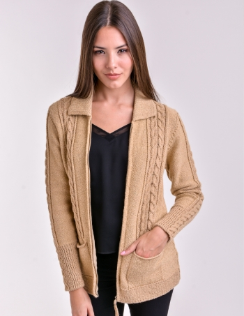 campera con bolsillos color camel